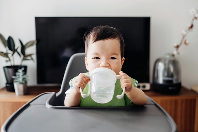 How to Transition Your Baby from A Bottle To A Sippy Cup