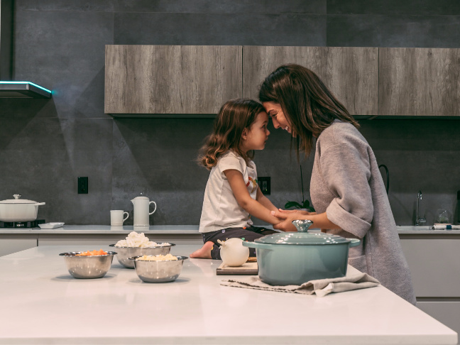 9 Things I Love About Being Tall and 9 Things My Daughter Loves About Being Short by @letmestart for @itsMomtastic | #TallGirl #loveyourself #mothersanddaughters #selfesteem