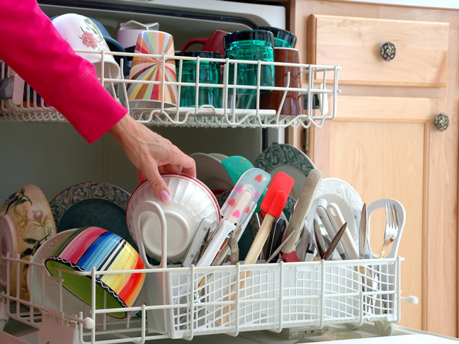 Clean Dishwasher with Vinegar and Baking Soda