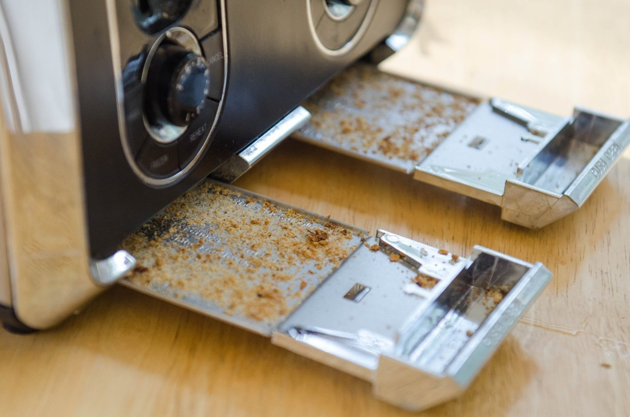 Clean Your Toaster With Soap and Vinegar