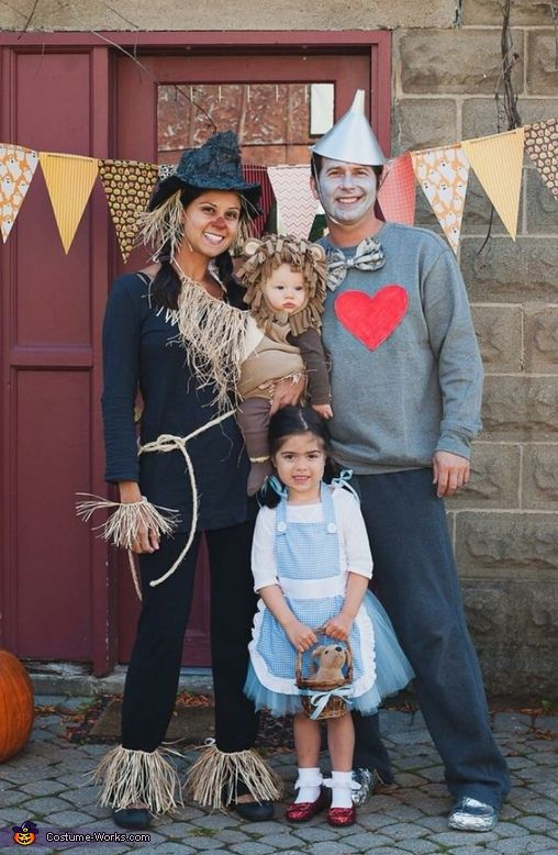 11 totally great family costume ideas for halloween wizard of oz costumes solutioingenieria Image collections