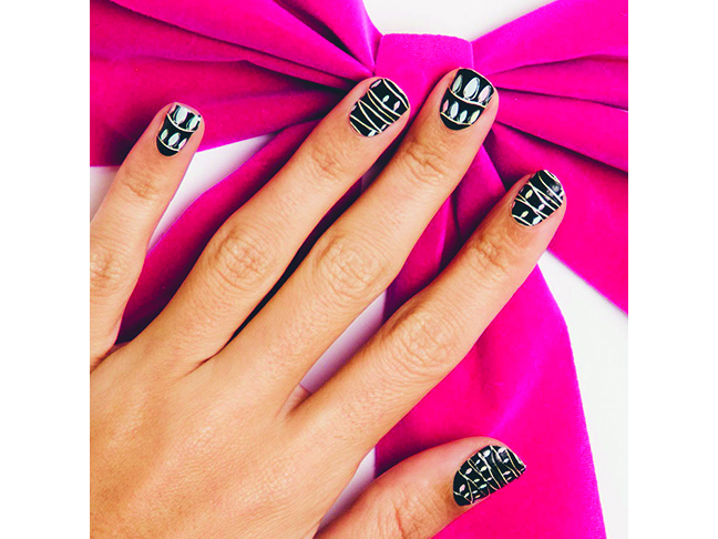 15 Nail Art Wraps I\'m Crushing on for the Holidays
