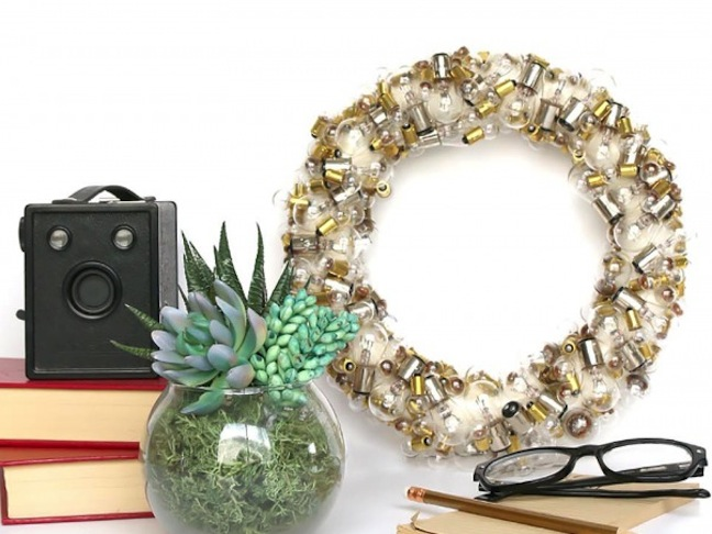 DIY Light Bulb Wreath