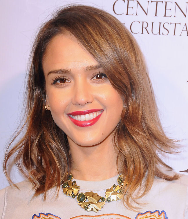 "Easy-to-Manage Short Haircuts That Don't Scream ""Mom""Jessica Alba Lob"